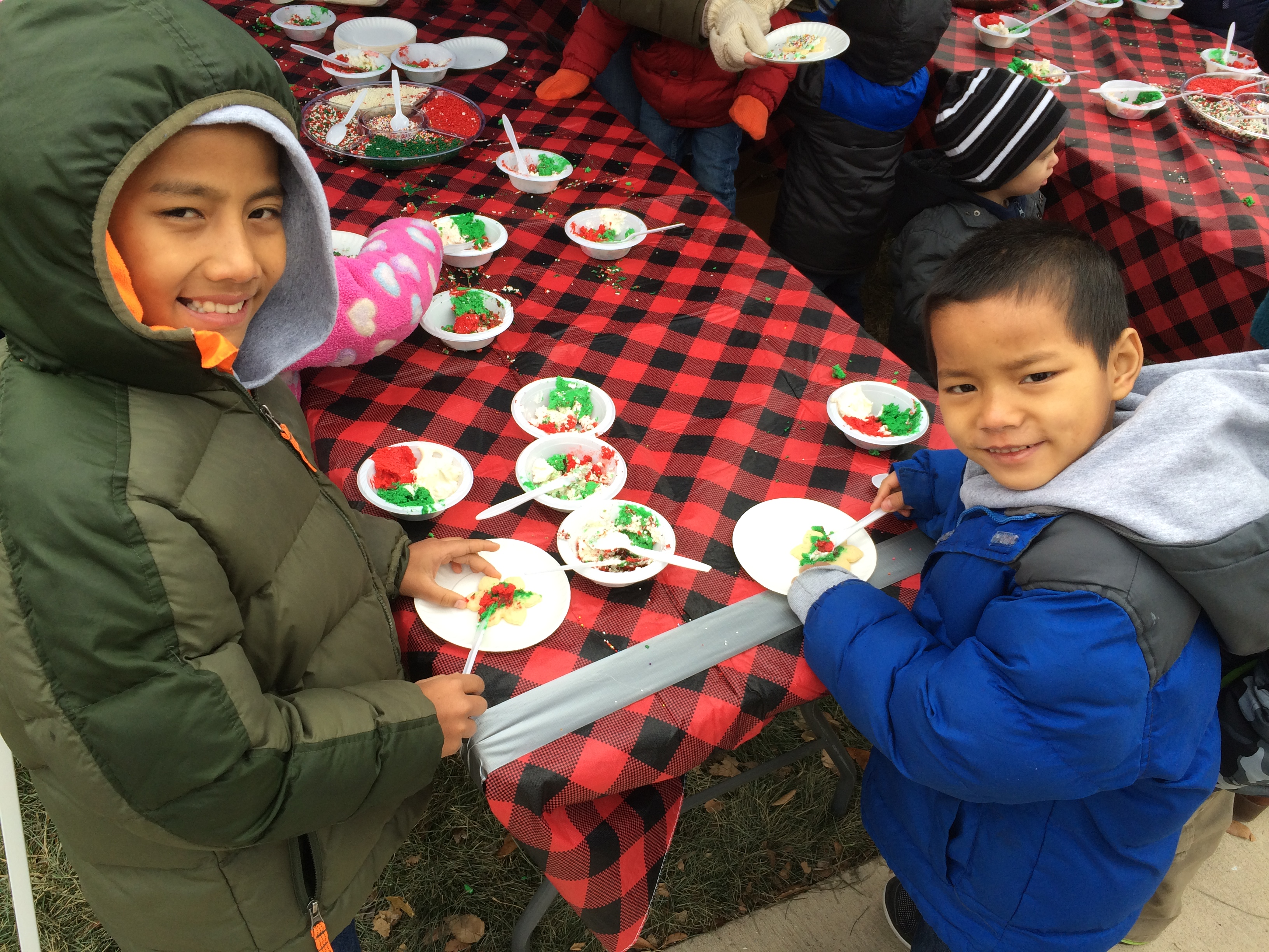 cookie-decorating-at-the-festival-of-lights-in-manhattan-ks_30778340953_o